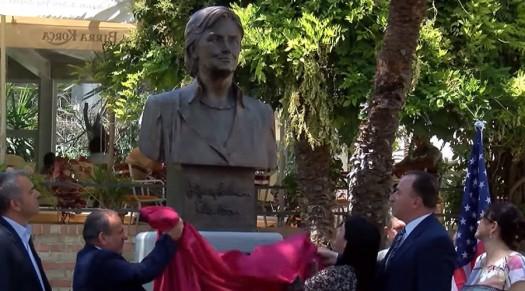 Hillary Statue